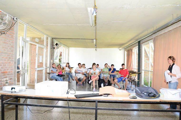 Expertos. Los estudiantes de la cátedra Espacios Verdes se capacitan en talleres específicos.