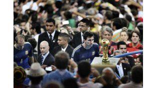 Messi mira a la Copa del Mundo tras la derrota en Maracaná. Fotografía ganadora del World Press Photo de Deportes 2015. Foto de Bao Tailiang