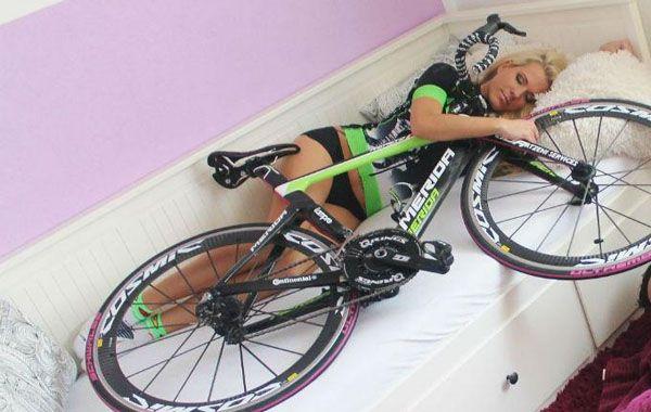 Lanzan calendario con las fotos de las ciclistas más sexies del planeta