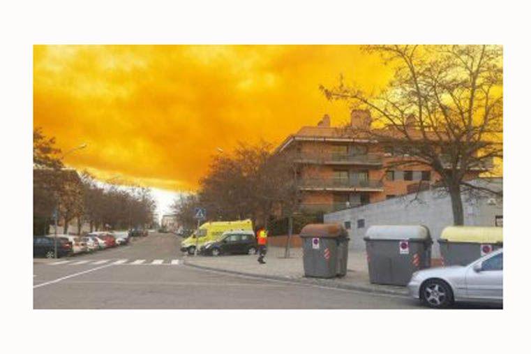 Nube tóxica en Barcelona tras una explosión