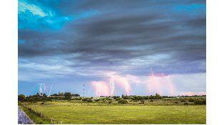 RAYOS EN ORO VERDE. La imagen de una tormenta en noviembre de 2013.