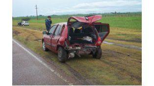Dos automóviles colisionaron para evitar chocar contra un camión