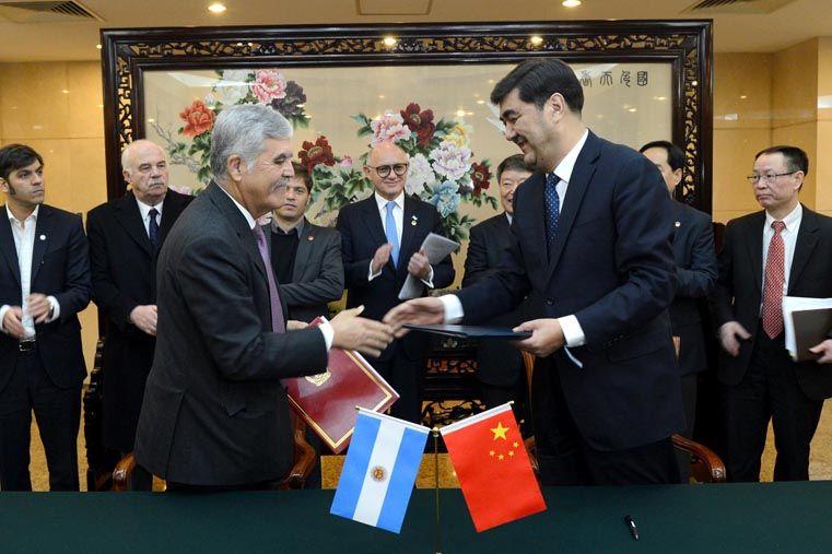 El ministro Julio De Vido con su par chino Nur Bekri