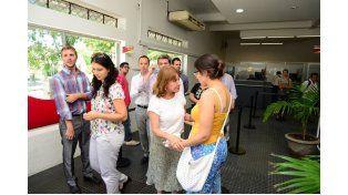 Visita. La intendenta dialogó con los trabajadores en las nuevas oficinas.