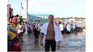 Retrasado. El nadador de Bovril Gatica no la pasó bien en la previa donde tuvo algunos problemas de salud. La hizo igual y llegó.  Foto UNO/Diego Arias
