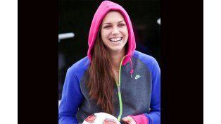 La novia perfecta: es hermosa, le encanta el fútbol y también ¡tira caños!