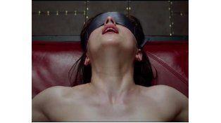 Una cadena de cines prohibió llevar látigos y sogas al estreno de la película 50 sombras de Grey