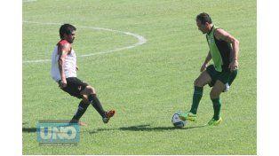 El partido se jugó ayer en el estadio Grella y sirve para su preparación pensando en el arranque del torneo. (Foto: UNO/Diego Arias)