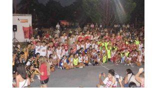 Los mini juegan en la cancha abierta de Rocamora de Concepción.