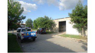 Dos empleados baleados en el asalto a una distribuidora