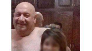 Se conoció la foto completa del intendente salteño: estaba en slip y con una caja de vino