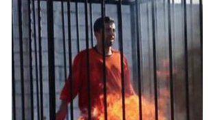 Terroristas islámicos quemaron vivo a un piloto jordano