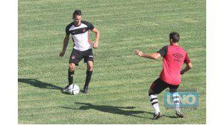 Geminiani en uno de los partidos ante Colón. El lateral se ganó un lugar entre los 11. Foto UNO/Diego Arias