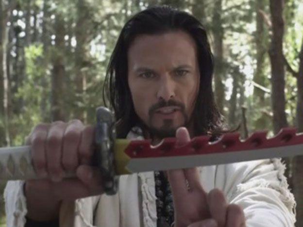 Detuvieron al Power Ranger Rojo por matar a un compañero con su espada