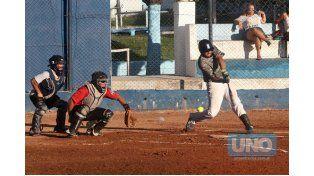 Los jugadores desafiaron el calor en la capital enterrriana. Foto UNO/ Diego Arias