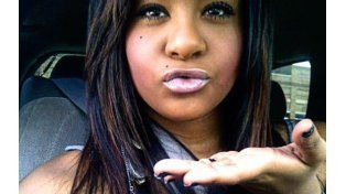 La hija de Whitney Houston, fue encontrada inconsciente en la bañera