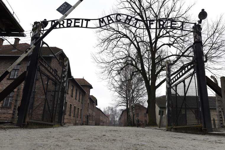 Un drone sobrevuela Auschwitz