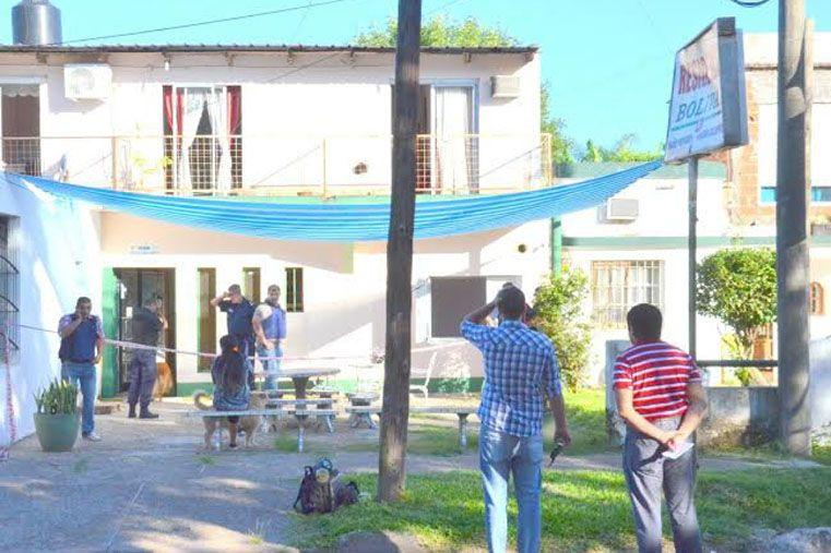 Los policías rodean el hotel de Colon donde se refugió el prófugo.