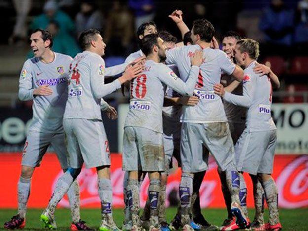 El Atlético de Madrid cumplió de visitante y alcanzó al Barcelona