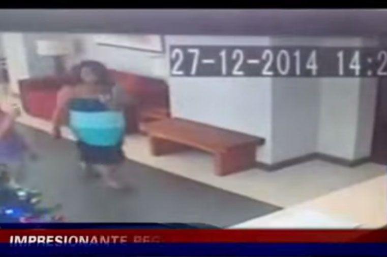 Video: ¿mujer empujada por un fenómeno paranormal?