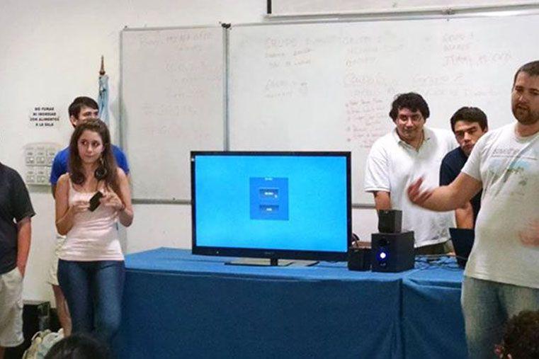 Presentación. Mechi les contó a los participantes la idea del juego.