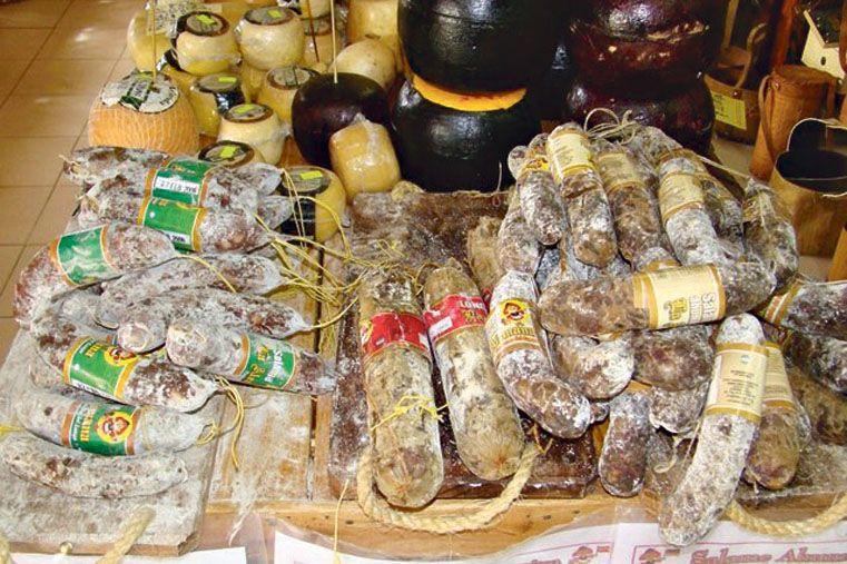 Productos para compartir en la mesa: Los salames y los quesos