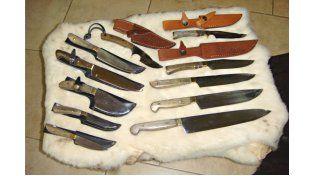 Las manos artesanales La cuchillería en Entre Ríos tiene su desarrollo y casi no hay comercio de regionales que no ofrezca alguna producción.