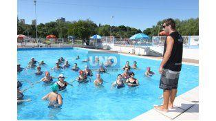 Recreación. La natación es un clásico de todos los veranos.  (Foto UNO/Juan Ignacio Pereira)