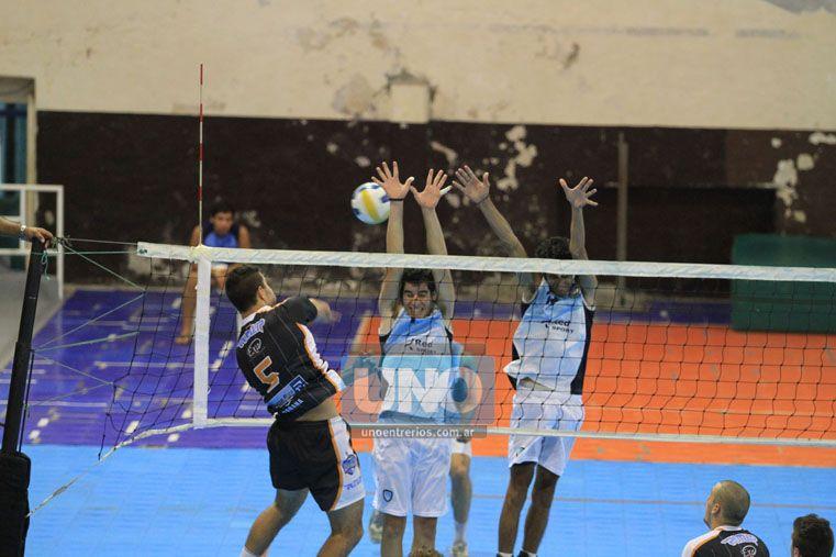 El partido fue parejo en algunos tramos.  (Foto UNO/Juan Ignacio Pereira)