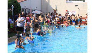 De todos lados . El certamen contó con la participación de nadadores de diferentes Escuelitas y Colonias de Paraná. (Foto UNO/Juan Ignacio Pereira)