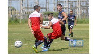 Brian Berlo es uno de los jugadores del plantel Decano surgido de la cantera de Atlético Paraná.  Foto UNO de Santa Fe