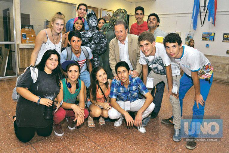 DE VISITA. Jóvenes de diferentes localidades fueron a formarse en los talleres y ver otras obras.  Foto UNO/Juan Manuel Hernández
