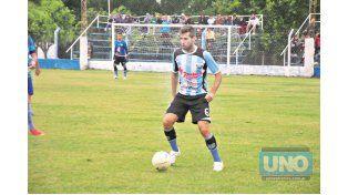 Germán Cáceres jugó el último semestre de 2014 con la camiseta de Belgrano.  (Foto UNO/Archivo)
