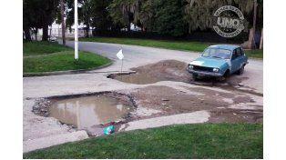 Reclaman reparación de calles del barrio Lopez Jordán
