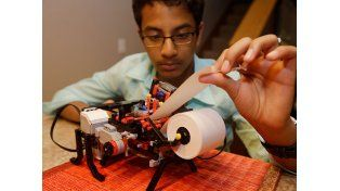 Tiene 13 años y construyó una impresora Braille con Legos