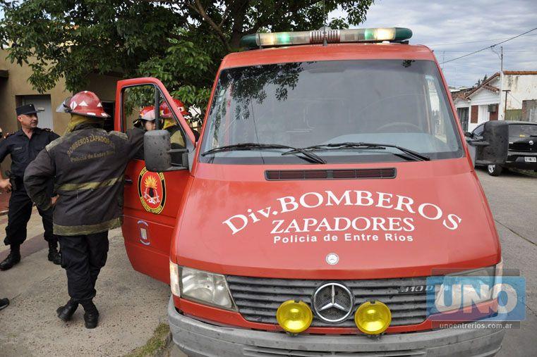 Control. Los bomberos sofocaron el fuego tras una rápida intervención.  Foto UNO/Mateo Oviedo