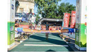 Gonzalo Tellechea se coronó ganador de la 31° edición del triatlón de La Paz