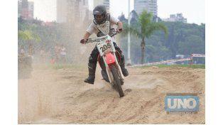 Rápido. Flavio Cortz aprovechó para realizar algunos giros en el circuito.  Foto UNO/Juan Ignacio Pereira