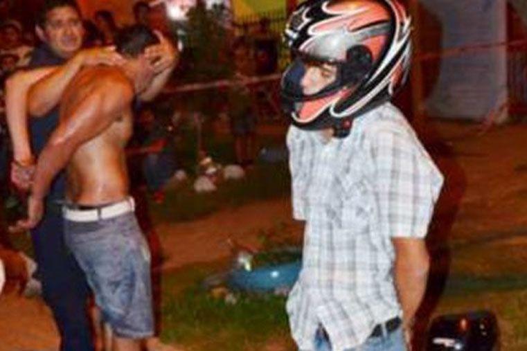 Arrebatadores en moto cayeron a un pozo durante persecución policial y fueron detenidos