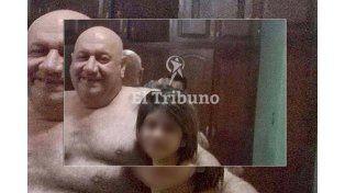 El intendente salteño que posó con menores dijo que  es común que las chicas usen ropa interior para bañarse