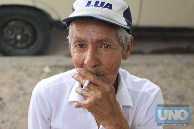 A fumar afuera. La directiva se respeta. Foto UNO/Juan Ignacio Pereira