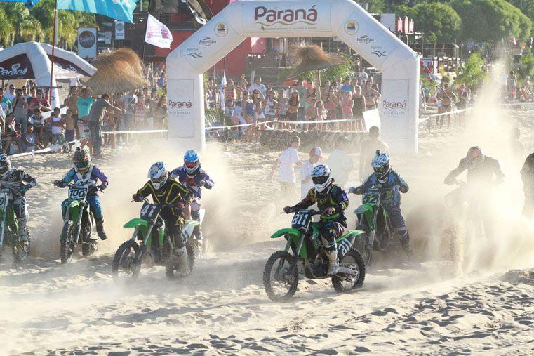 Largada. El motocross brindó un gran espectáculo en la edición 2014. Los integrantes de la escuela Fly de Wakeboard están entrenando para el campeonato del 23