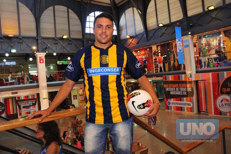 El jugador de Rosario Central Amadeo De Bueno se encuentra de vacaciones en Paraná. Foto UNO/Juan Manuel Hernández