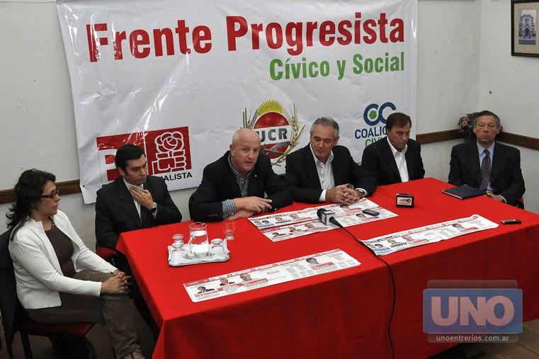 Pegado. En 2011 Benedetti presentó sus boletas con Alfonsín y Binner. Foto UNO/ Mateo Oviedo