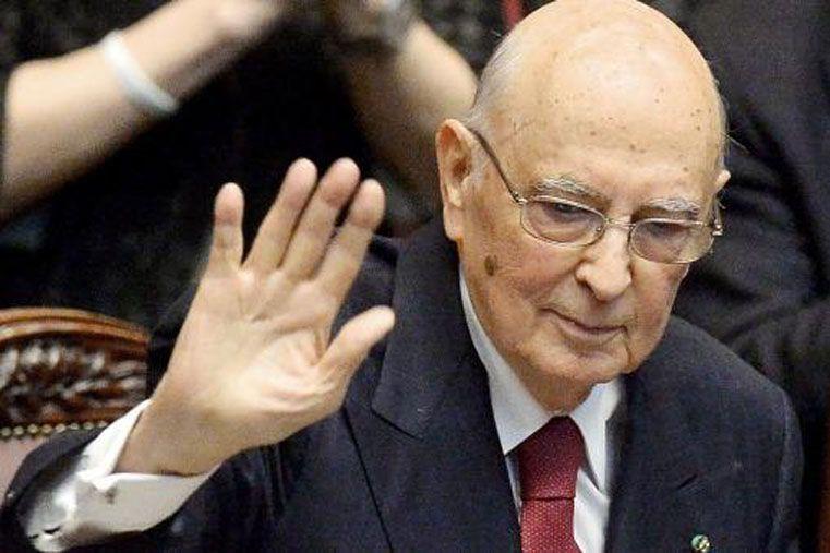 El presidente italiano, Giorgio Napolitano, presentó su renuncia