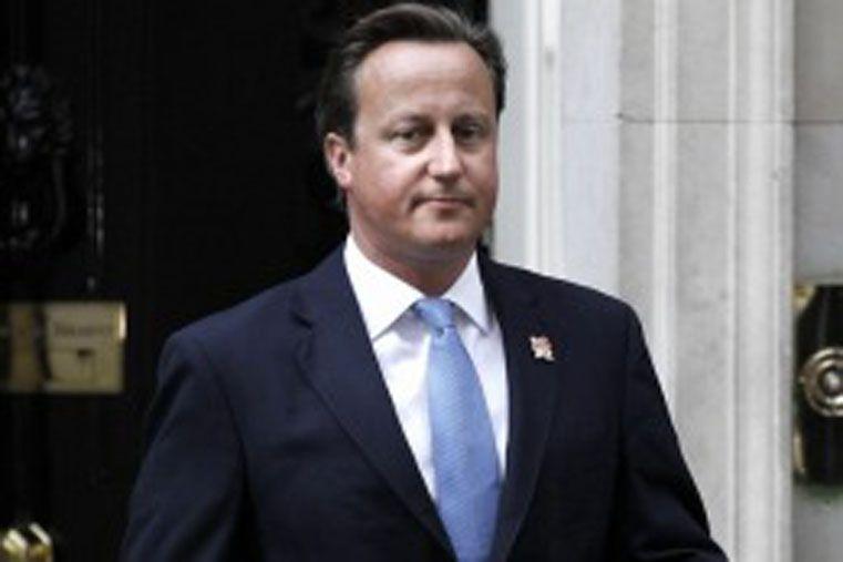 La seguridad. En Inglaterra dejan de lado las libertades y actos privados.
