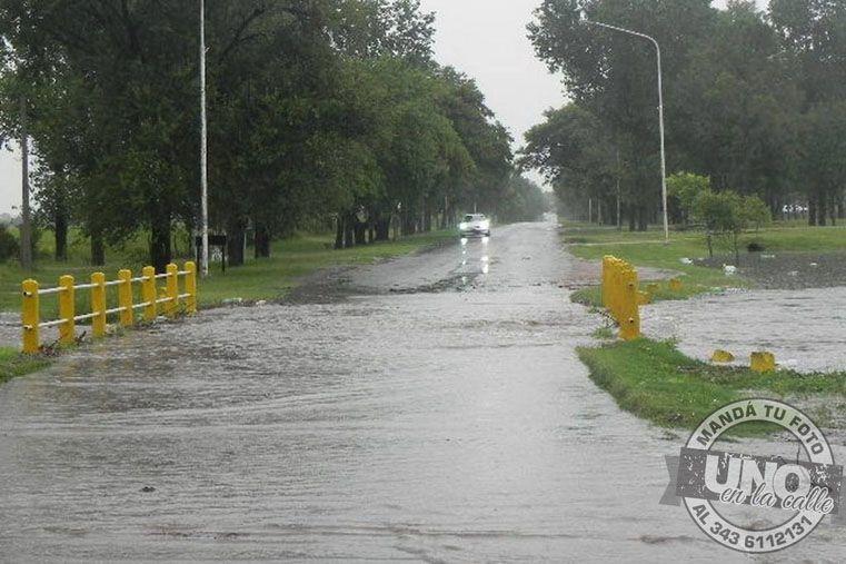 Inundado. El puente Teodoro Ríos estuvo interrumpido varias horas. Foto: Gentileza/Micrófono Digital