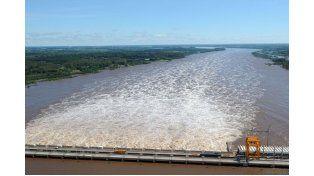El lago de Salto Grande amortigua la creciente del Uruguay que sigue sin superar los 12 metros en Concordia.