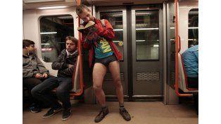 Invasión de pasajeros sin pantalones