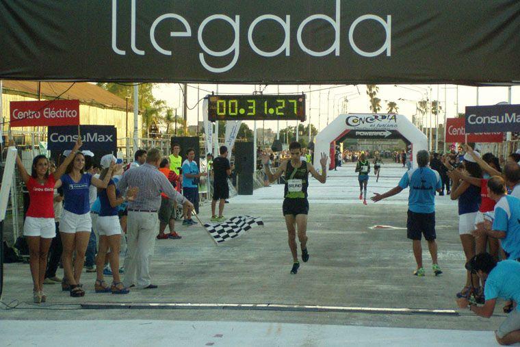 El local Federico Bruno cruza la meta en Concordia.
